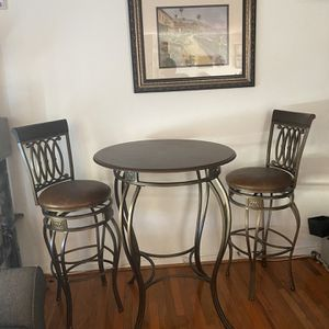 Hillsdale Montello Swivel Bar Stools And Table Set for Sale in Silver Spring, MD