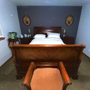 Real Wood Full Bedroom Set for Sale in Tacoma, WA