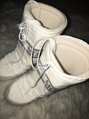Moon boots size 9 for Sale in Miami, FL