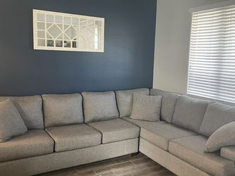 Sectional Sofa/Couch (RAF) for Sale in Henderson,  NV