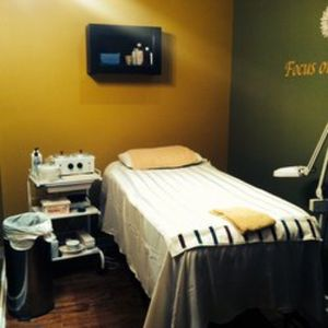 Waxing & threading for Sale in Catonsville, MD