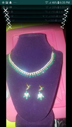 Artificial emerald diamond choker set for Sale in Lawndale, CA