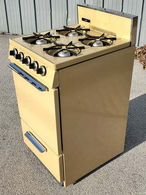 Harvest Gold JCPENNEY 20 Inch Apartment Sized Gas Stove (Hardwick) for Sale in Pewaukee, WI