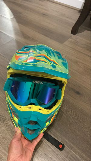 Fly racing dirt bike helmet medium for Sale in Morgan, UT