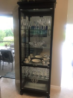 Antique curio/ china cabinet for Sale in Boca Raton, FL