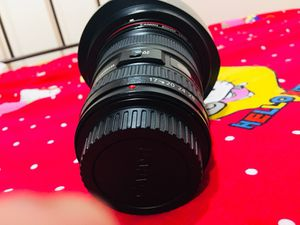 Canon EF Wide-Angle Zoom Lens for Canon EF - 17mm-40mm - F/4.0 for Sale in St. Louis, MO