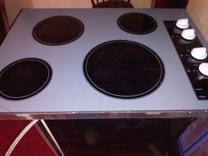Whirlpool ceramic electric cooktop for Sale in Wichita Falls, TX