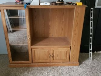 Oak Entertainment Stand, for Sale in Lincoln,  IL