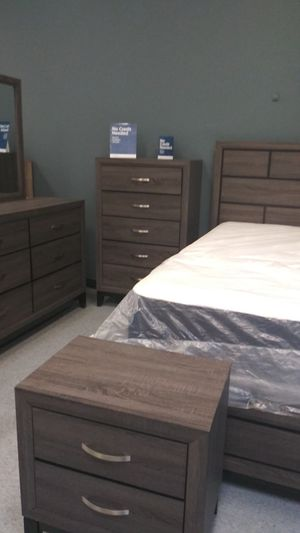 Queen 5 piece bedrooms sets mattress not included 50 down same-day delivery available for Sale in Columbus, OH