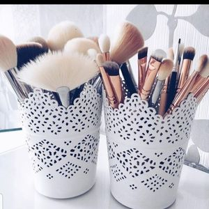 White makeup brush holders for Sale in Balch Springs, TX