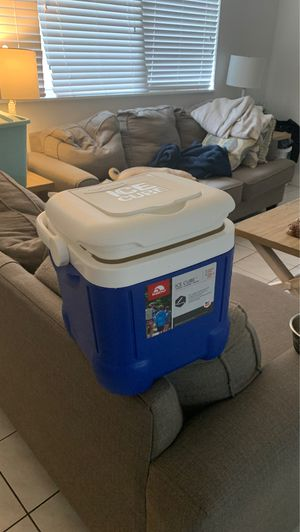 Igloo cooler for Sale in North Bay Village, FL