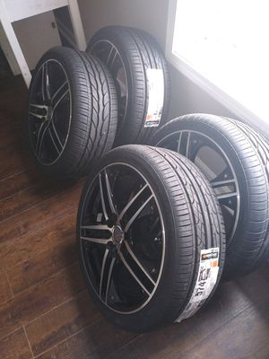 Great condition 17' velocity rims sitting on Hancock tires for Sale in Lowell, MA