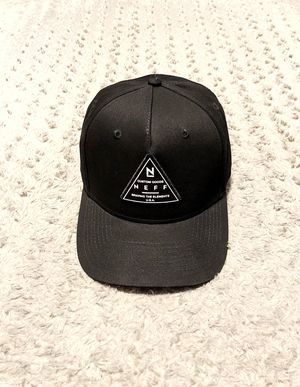 Men's Neff snapback hat paid $28 Like new! Features a black crown, black flat bill, and a stitched triangle patch. Excellent condition!!! for Sale in Washington, DC