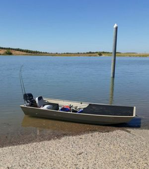 12 foot hunting or fishing bass boat for Sale in Los Banos, CA