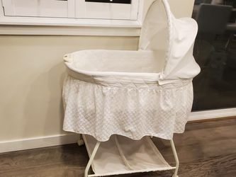 Baby Crib/ Bassinet for Sale in Duvall,  WA