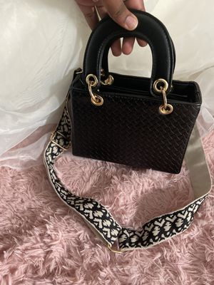 Small black handbag , fits a phone and a wallet , never used for Sale in Annandale, VA