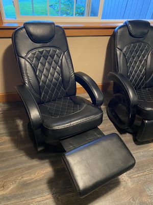 RV reclining swivel captains chairs for Sale in Tacoma, WA