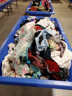 Mixed clothing. Super cheap! $75!! (1 table's worth) for Sale in Desert Hot Springs, CA