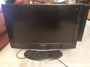 "Samsung 27"" HD TV and Gaming folding chair for Sale in Seattle, WA"