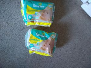 Pampers swaddlers newborn 30 diapers total for Sale in Corona, CA
