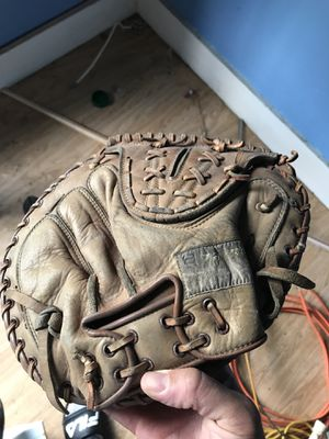 Vintage baseball glove $50 for Sale in Lowell, MA