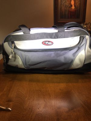 CalPak Roller Duffle Bag Carry On for Sale in Chicago, IL