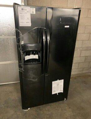 New ..Frigidaire Black Side By Side ...Refrigerator 1 Year Manufacturer Warranty for Sale in Gilbert, AZ