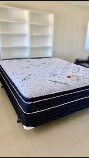 Queen Pillowtop Mattress And Boxspring Set for Sale in Desert Hot Springs, CA