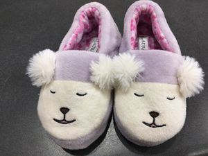 Adorable infant slippers. Size 5/6 & 7 for Sale in Lakeland, FL