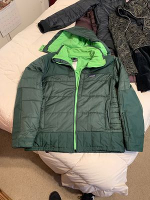 Patagonia jacket men's large in green for Sale in Lakewood, CA