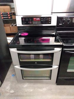 Black And Stainless Stove W/ Convection Oven for Sale in Norfolk,  VA