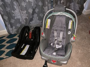 Graco snugride 35 click & connect car seat w/ two bases for Sale in Manassas Park, VA