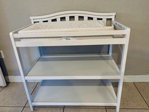White pamper changing table for Sale in Homestead, FL