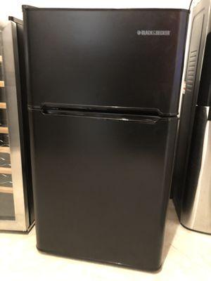 Black and Decker Mini Refrigerator for Sale in Alexandria, VA