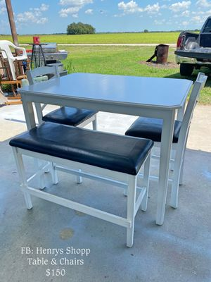Table & Chairs for Sale in Victoria, TX