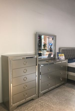 SALE! JASMINE QUEEN /KING BED INCLUDES DRESSER MIRROR AND NIGHTSTAND. for Sale in Clearwater, FL