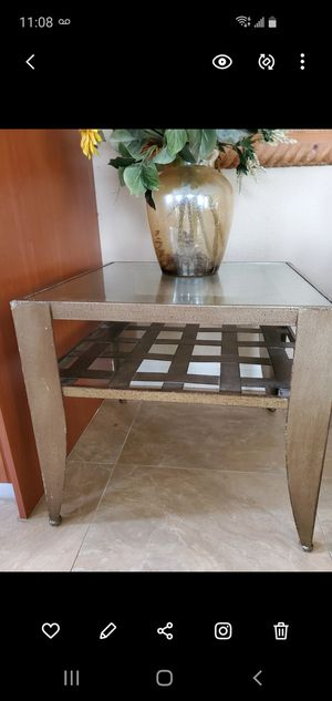 Metal end table for Sale in Miami, FL