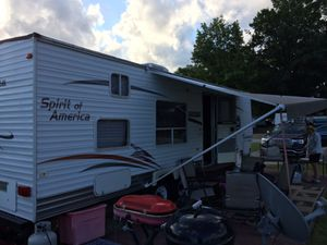 2007 Coachman 30 ft camper for sale on rented lot Ashtabula river for Sale in Wheeling, WV