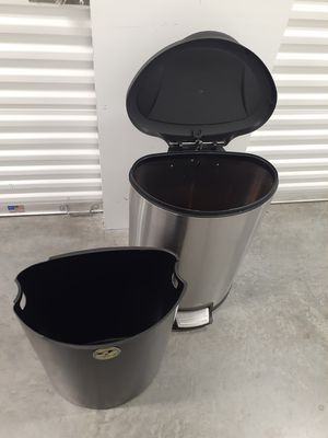 """Large Kitchen Pedal Trashcan / Wasten Bin. Comes with Plastic Liner. Fully Working Lid. 12 Gallon / 45 Liter Capacity - 19"""" Wide × 26"""" Tall x 14"""" Deep for Sale in Fort Lauderdale, FL"""