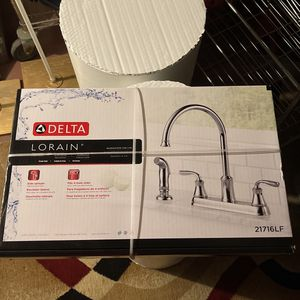 Delta Faucet With Sprayer for Sale in Philadelphia, PA