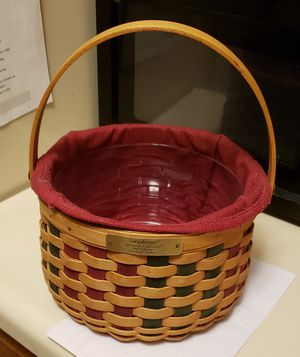 Longaberger Christmas Basket w cloth and plastic insert for Sale in Brook Park, OH