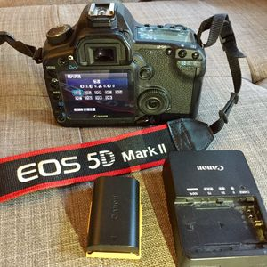 Canon 5D Mark II with battery and charger for Sale in Woodinville, WA