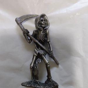 Pewter 3 In Figurine Grim1 for Sale in Aberdeen, WA