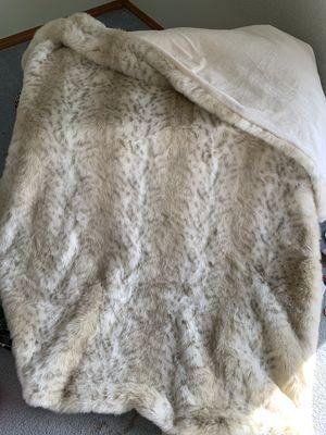 Faux fur blanket. for Sale in Gresham, OR