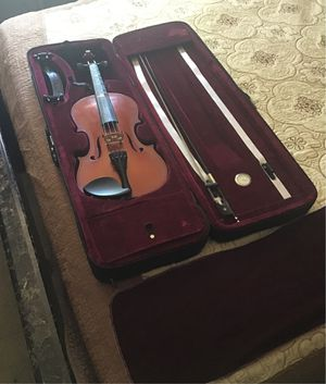 4/4 Violin (Comes With Case, Shoulder Rest, Violin Cover, and Bow) *Great Condition!* for Sale in Las Vegas, NV