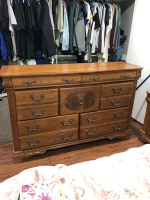 Real Oak Queen Furniture Set for Sale in Lompoc, CA