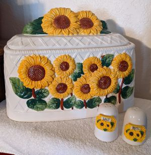 Vintage Ceramic Bread Box Salt Pepper Set Sunflowers for Sale in Hesperia, CA
