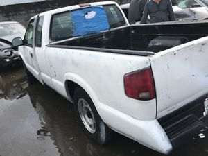 1994 Chevy S 10 for parts bed engine transmission for Sale in Hialeah, FL