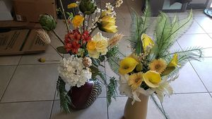 2 flower arrangements in vases for Sale in Tolleson, AZ