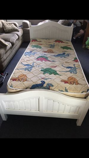 twin bed with base and mattress for Sale in Tijuana, MX